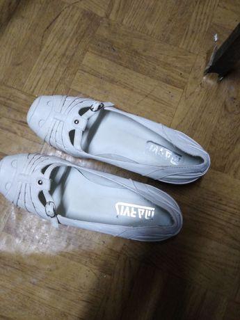 Fajne buciki białe nr37/38