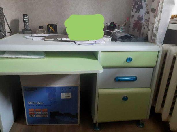 Детская мебель кровать, стол, полка, шкаф, тумбочка