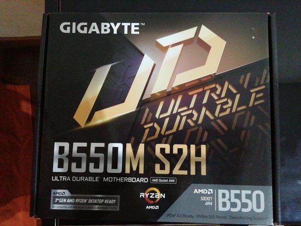 Motherboard GIGABYYE B550M S2H - Nunca Utilizada!