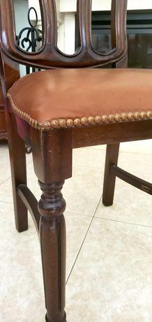 6 Cadeiras de Madeira e imitação de Pele