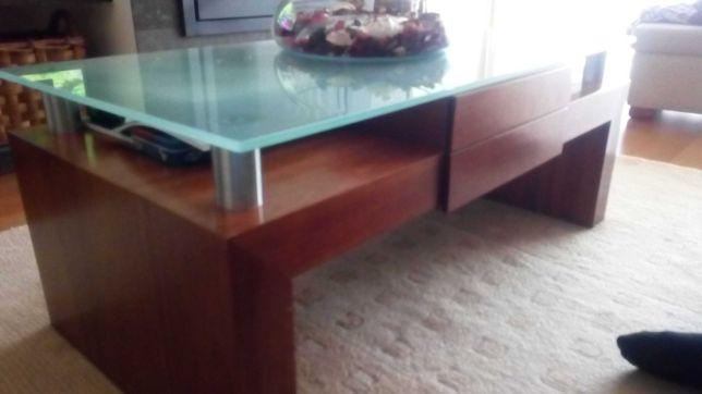 Mesa centro em madeira cerejeira com tampo em vidro