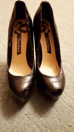 Продам жіночі туфлі
