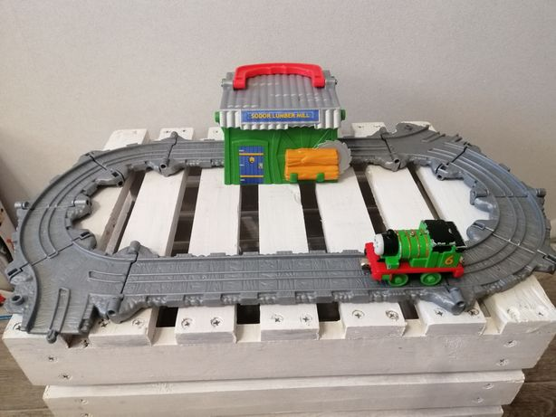 Железная дорога Томас лесопилка с паровозиком, трек Fisher Price