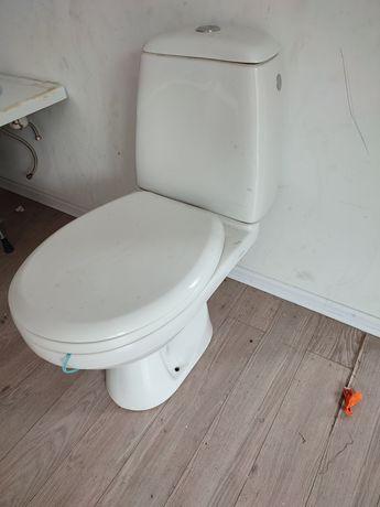 Toaleta WC z deską