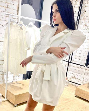 Святкова біла сукня
