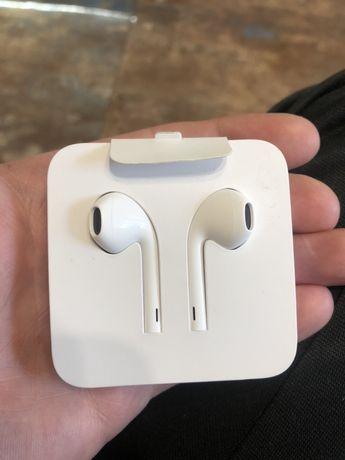 Наушники Apple EarPods with Lightning Connector (MMTN2ZM/A) + переходн