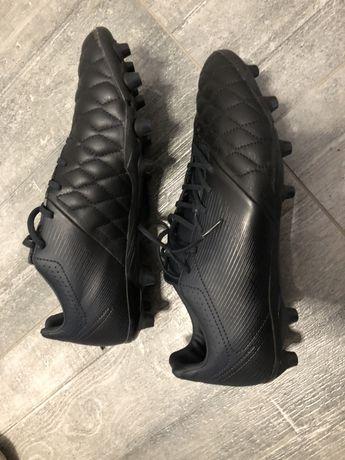 Buty piłkrskie Kipsta skórzane roz. 44