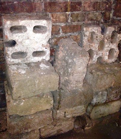 stare cegły 14 szt. (13x27) + pustaki beton 12szt. (26,5x27x13)