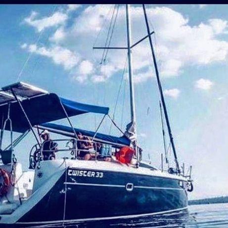 Прогулки по Днепру на яхте.  Под парусами.  Отдых на воде
