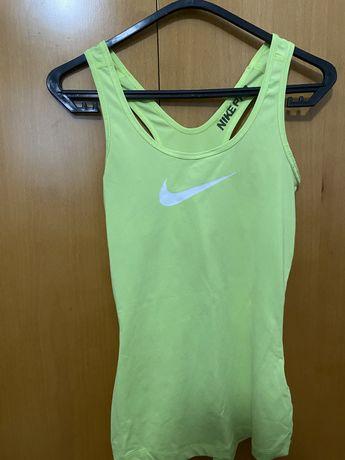 Top Nike Pro Verde