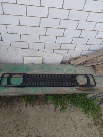 Продам решëтку радиатора москвич 412.