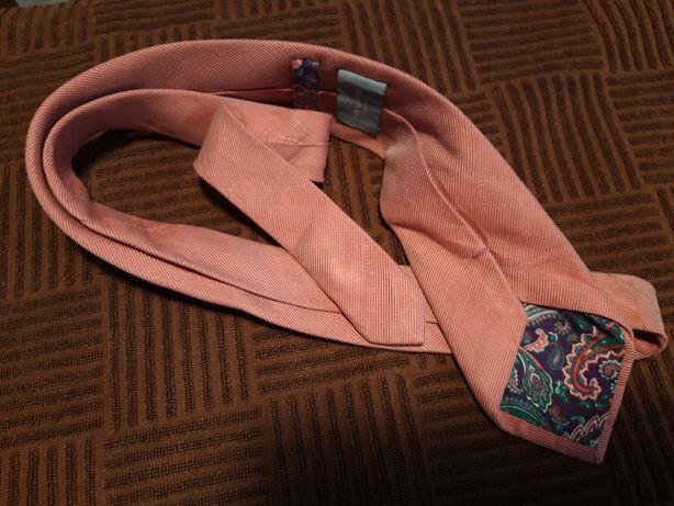 Różowy jedwabny krawat