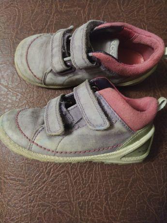 Отдам обувь на девочку 23-23 размер