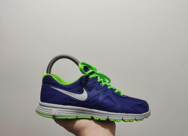 Фирменные кроссовки Nike Revolution 2