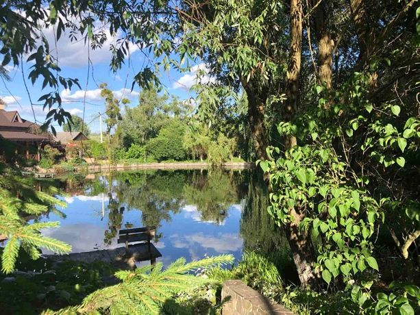 Стоянка, участок 35 соток с выходом к озеру в охраняемом закрытом КГ.