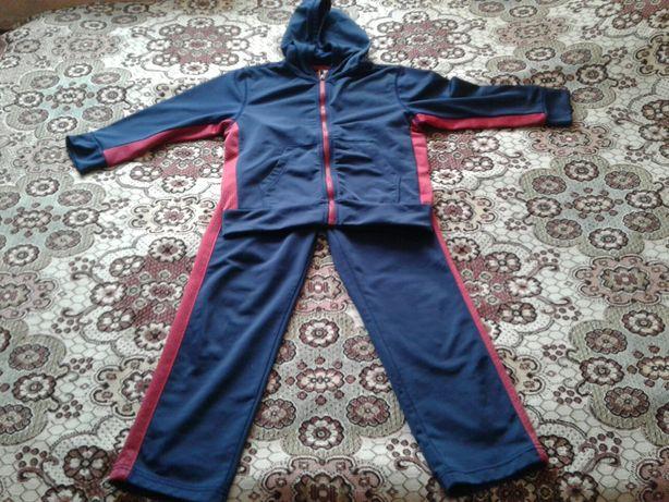 Спортивный костюм на мальчика 5-6 лет