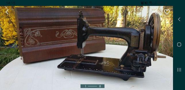 Zabytkowa maszynz do szycia ze skrzynią
