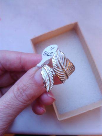 Кольцо бижутерия, качественное. Под желтое золото. Размер 17.