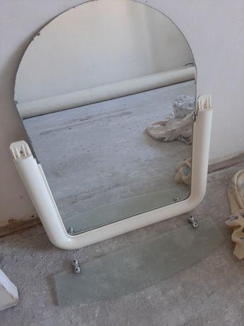 Продаю зеркало с полочкой