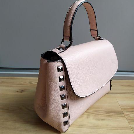 Skórzana torebka kuferek z ćwiekami