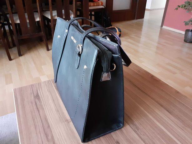 Czarna torebka (wymiary w ogłoszeniu)