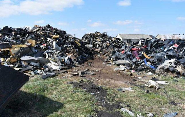 Zlecę odpłatnie wywóz plastików z rozbiórki aut, kilka ton