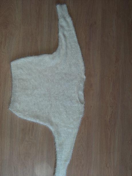 Super ciepły dziecięcy biały sweterek futerkowy