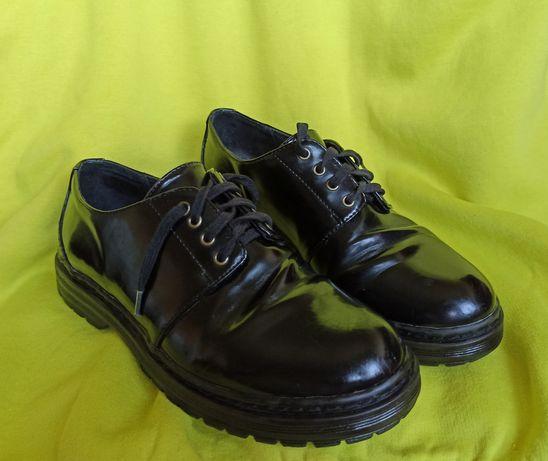 Sapatos de verniz pretos P&B