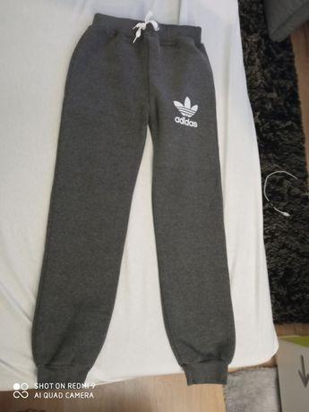 Spodnie Adidas rozm. 146-152
