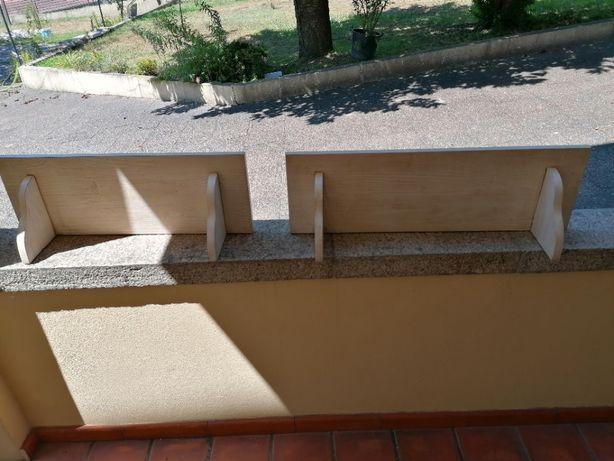 Estante para quarto em madeira tratada em cor beje degradê