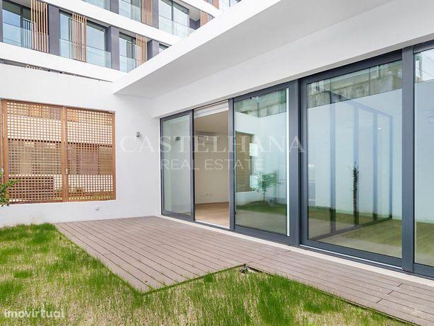 Loft T1 com jardim no Campo Grande
