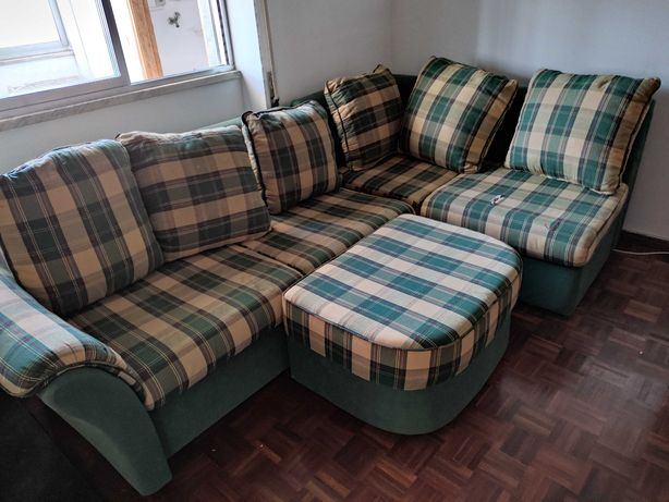 Sofá com chaise longe e sofá cama