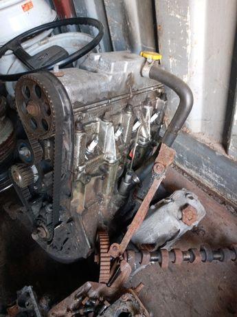 Двигатель 2109-15