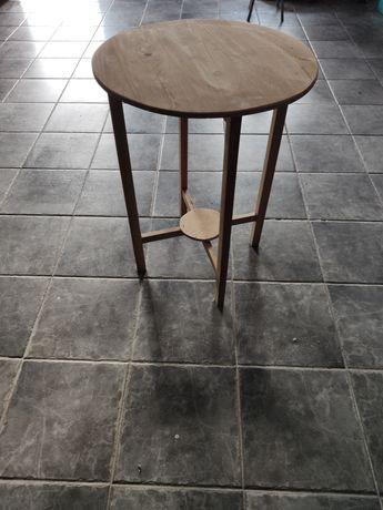 Pequena mesa de apoio