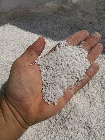 Zasypka do kostki, grys 1,8 - 3 mm Biały. Grys drobny.
