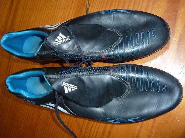 Chuteiras com pitons Adidas T46 e 2/3