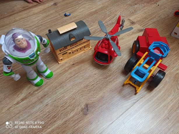 Набор игрушек, робот Баз, ферма, вертолет.