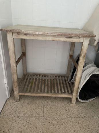 Movel de cozinha em madeira para restaurar