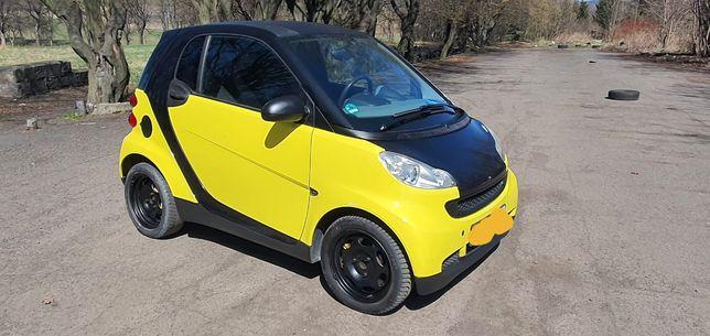 Smart 1.0 benzyna 2009r klima. Żółciutki szerszeń