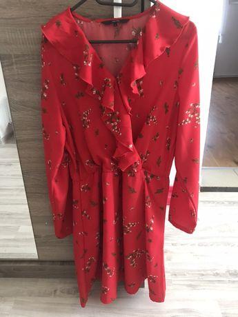 Vero moda czerwona sukienka falbany dekolt kwiaty