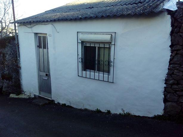 Troco casa de rés-do-chão por T2 no Porto