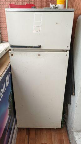 Отдам старый холодильник