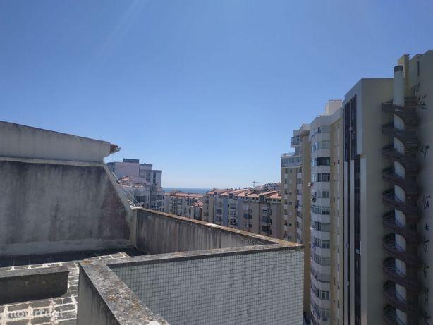 T0 com dois terraços em Algés