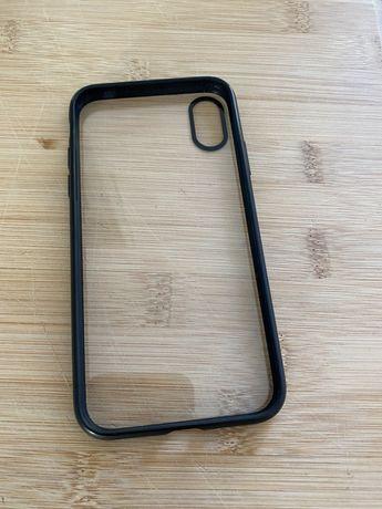 Capa iPhone X preta e traseira transparente