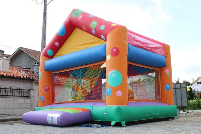 Insuflável e trampolim e animação infantil
