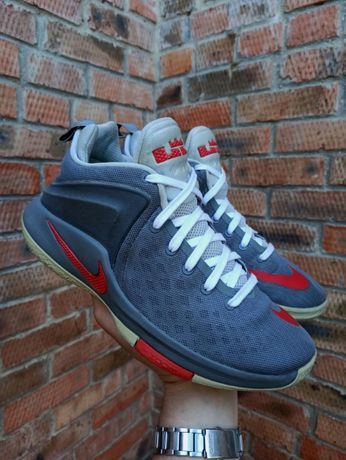 Кроссовки баскетбольные Nike Witness Lebron James Размер 43 (28 см.)