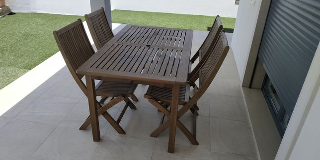 Conjunto mesa de jardim e 4 cadeiras