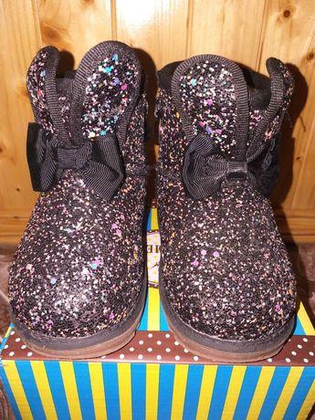 Уги, чобітки для дівчинки