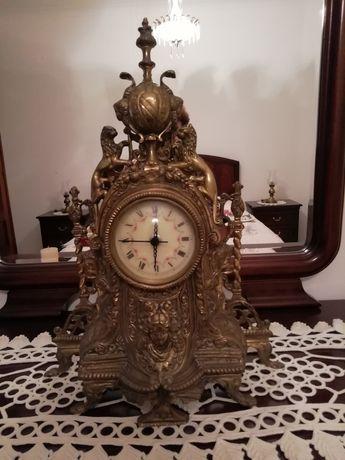 Relógio de mesa em bronze