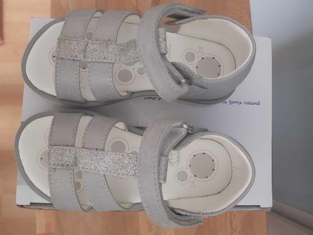 Sandalias chicco praticamente novas